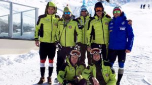 studenti sportivi sciatori pista sky team campioni